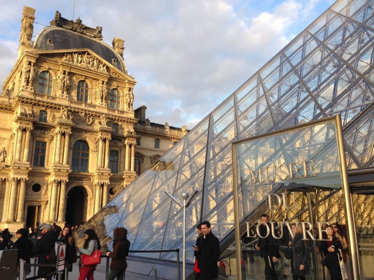 Entrance Musee du Louvre